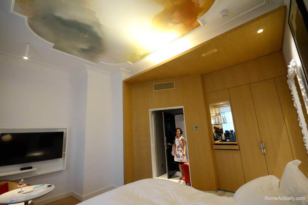 Image: Entering the room at Sofitel Rome Villa Borghese