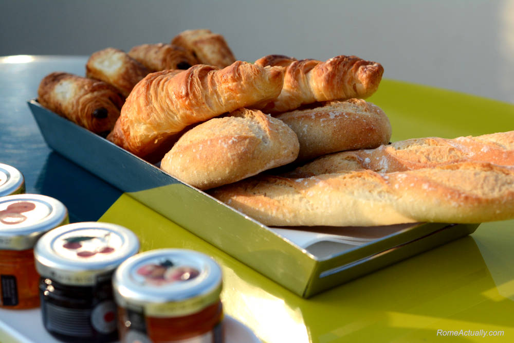 Image: Bread and pastries for breakfast at Settimo restaurant at Sofitel Rome Villa Borghese Hotel