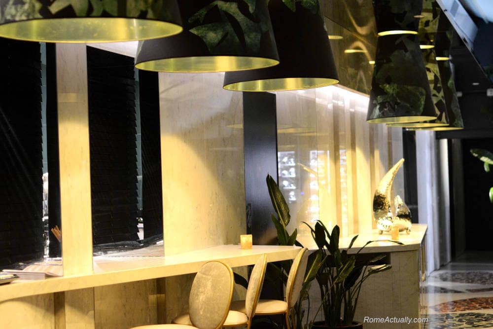 Image: Counter at Settimo lounge restaurant at Sofitel Rome Villa Borghese Hotel