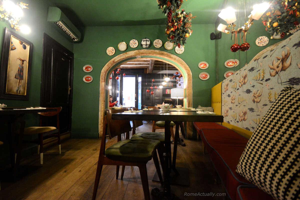 Image: Interior of Coromandel restaurant in Rome city center