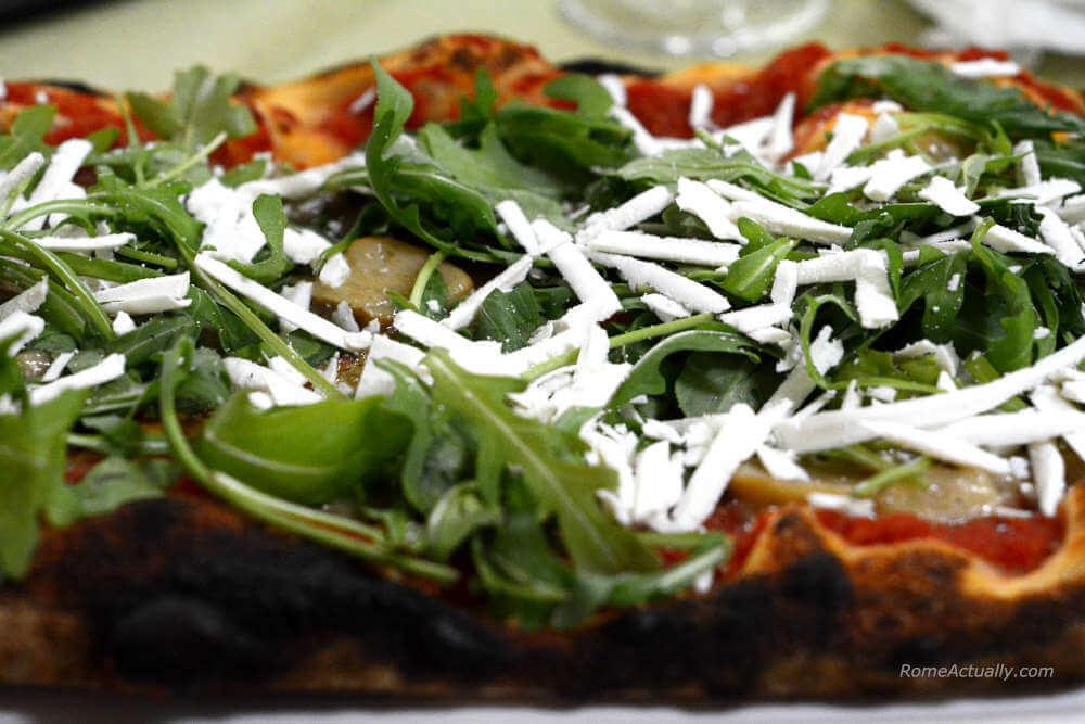 Image: Sapori di Bosco pizza from La Pratolina pizzeria in Rome