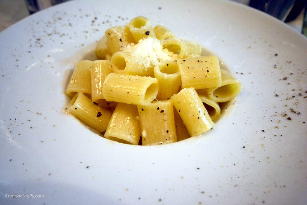 Image: Rigatoni cacio e pepe Roman dish recipe