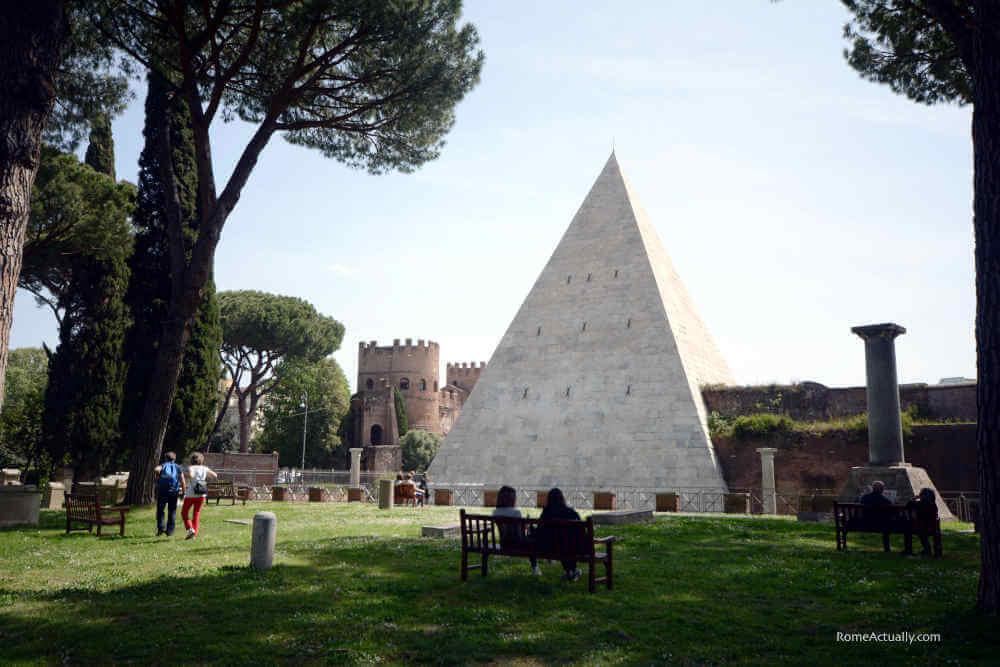 Image: Rome's Piramide Cestia ancient ruins